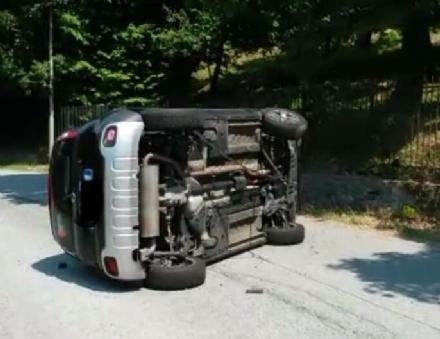 MONCALIERI - Auto si ribalta in via Moncalvo, ferito il conducente 33enne