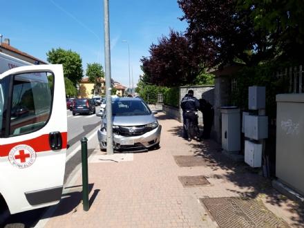 MONCALIERI - Si schianta in auto contro un palo della luce, ricoverato al Cto