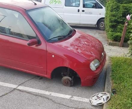 MONCALIERI - Torna a colpire la banda che ruba i pneumatici