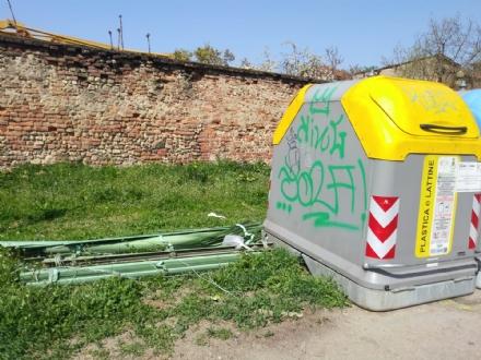NICHELINO - Ancora abbandoni di rifiuti: in città peggiora la differenziata e partono le multe