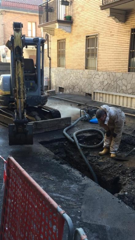 MONCALIERI - Nuovi guai con le tubazioni dellacqua: via Fiume in difficoltà