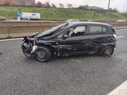 BEINASCO - Perde il controllo della macchina e si schianta in autostrada