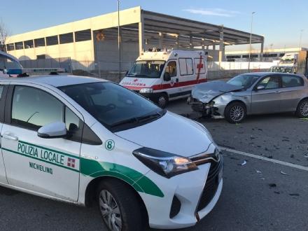 NICHELINO - Scontro in via Goito: un ferito