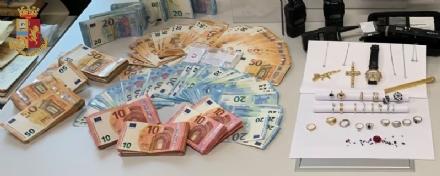 MONCALIERI - 50 mila euro nel divano, carabina, pistola e 300 pietre preziose: arrestato