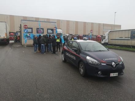 RIVALTA - Sciopero degli operai che lavorano nella logistica per Carrefour