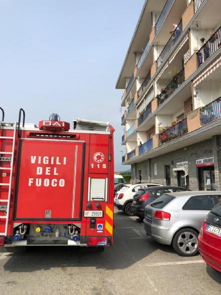 PIOSSASCO - Minaccia di gettarsi nel vuoto: carabinieri e vigili del fuoco lo fermano