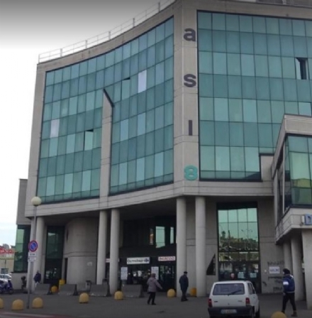 MONCALIERI - Importuna personale e pazienti nella sede Asl: denunciato