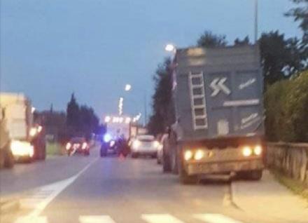 PIOSSASCO - Bicicletta si scontra contro un trattore e il ciclista finisce nel fosso
