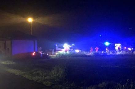 CARIGNANO - Incidente stradale, auto finisce contro una chiesa: tre feriti