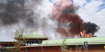 NICHELINO - Incendio al centro commerciale «I Viali»: evacuato il personale e i clienti - FOTO