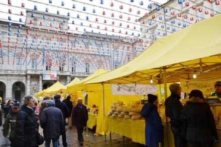 MONCALIERI - Le aziende agricole del centro Italia terremotate in piazza con i loro prodotti