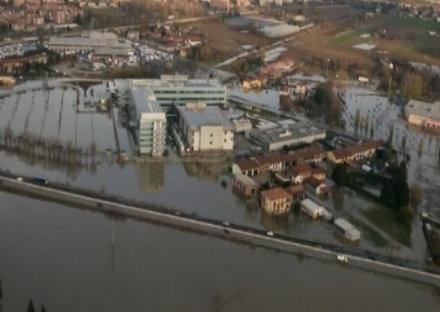 MONCALIERI - Alluvione, via ai lavori sugli argini del Po allaltezza di borgata Rossi