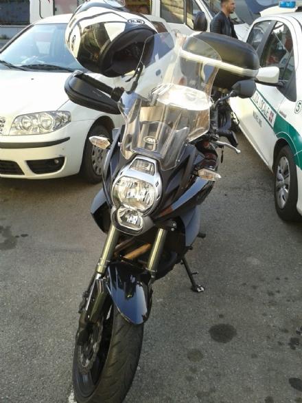 NICHELINO - Paura in via XXV Aprile per un incidente tra auto e moto