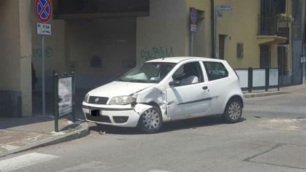 NICHELINO - Incidente in mattinata tra via Stupinigi e via San Matteo, problemi alla viabilità