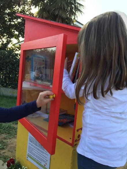 MONCALIERI - Nel nuovo giardino per i bimbi a Tetti Piatti, anche una casetta per condividere i libri