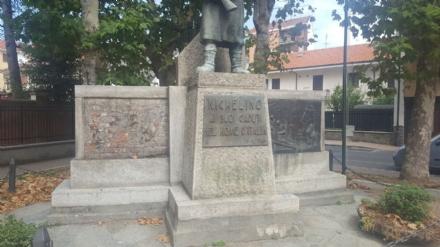 NICHELINO - Vandalizzato il monumento ai caduti in piazza Martiri