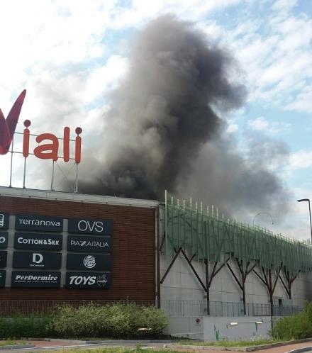 NICHELINO - Incendio ai Viali, i sindacati: Un sibilo e poi materiali infuocati che cadevano dal tetto
