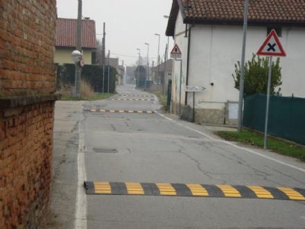 MONCALIERI - Stop alle corse in strada Marsè: arrivano i dossi