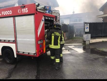 NICHELINO - Incendio in un capannone: pronto intervento dei pompieri