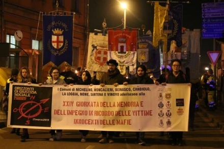 NICHELINO - La fiaccolata in ricordo delle vittime innocenti delle mafie