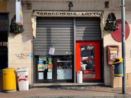 NICHELINO - Alla protesta delle partite Iva si aggregano anche i negozi cittadini
