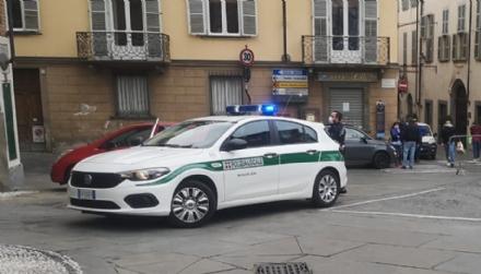 MONCALIERI - Armato di megafono va sotto il municipio per chiedere una casa: rom denunciato