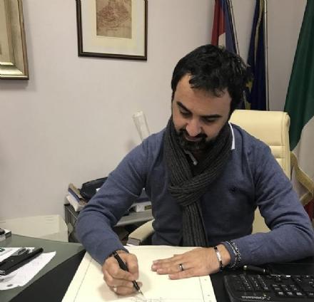 MONCALIERI - Il sindaco Paolo Montagna registra la figlia di una coppia omosessuale