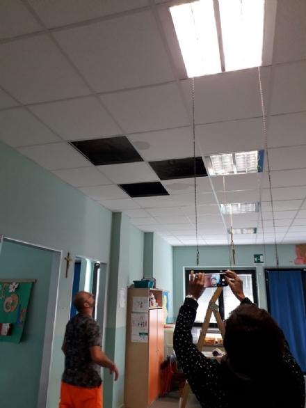 ORBASSANO - Crollano tre pannelli del controsoffitto in unaula della materna Gamba