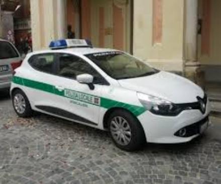 MONCALIERI - Scontro auto-moto in via Cavour, centauro in ospedale
