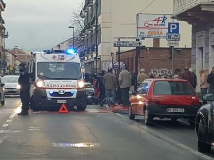 NICHELINO - Incidente in via Torino, coinvolto un 17enne sul motorino