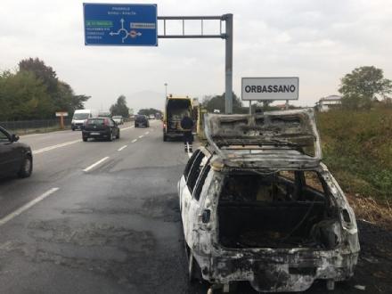 ORBASSANO - Brucia auto in marcia, paura in circonvallazione