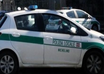 NICHELINO - Senza assicurazione e con patente irregolare, oltre mille euro di multa