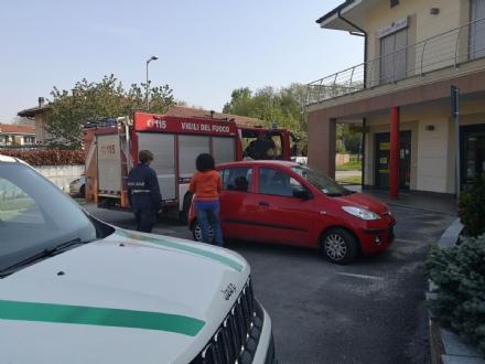 RIVALTA - Paura per un bimbo di sette mesi chiuso in auto