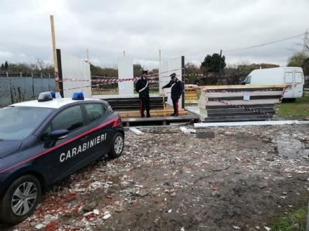 BEINASCO - I rom del campo chiuso tornano e tentano di costruirsi la villa abusiva