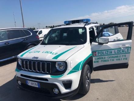 CANDIOLO - Lauto non si ferma allalt della polizia locale e scatta linseguimento