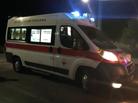 MONCALIERI - Precipita dal cestello del camion mentre installa le luminarie di Natale: operaio 25enne grave in ospedale