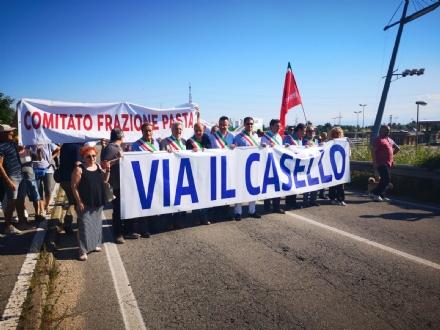 BEINASCO - La protesta dei sindaci: Via il casello sulla Torino-Pinerolo