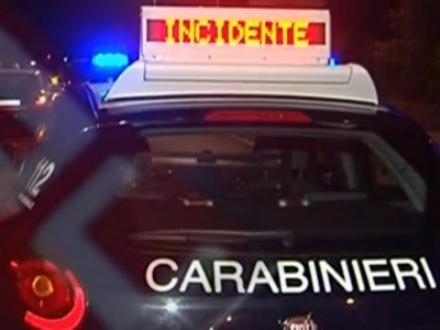 MONCALIERI - Si schianta contro quattro auto e poi scappa, ma finisce in panne e viene presa