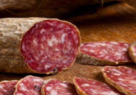 CARIGNANO - Ladri golosi rubano una decina di salami al discount