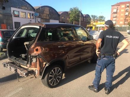 NICHELINO - Auto rubata trovata spolpata in via Torricelli