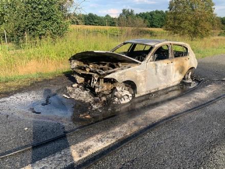 CARMAGNOLA - Auto in fiamme sullautostrada in direzione Torino