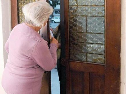 NICHELINO - Anziana truffata in casa da finto tecnico dellacquedotto