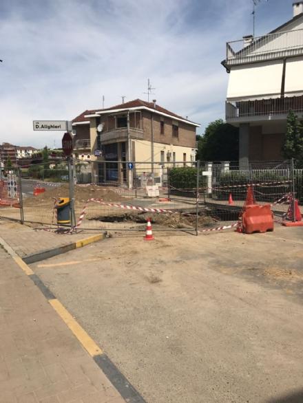 NICHELINO - I residenti del quartiere Kennedy furibondi: «Isolati per il cantiere eterno di Smat».