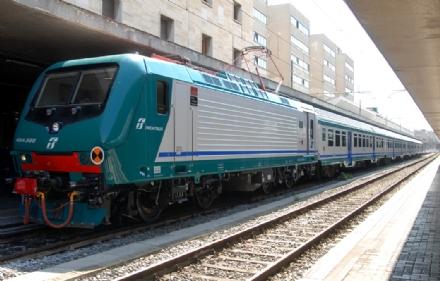 TROFARELLO - Il locomotore va ko: pomeriggio di passione per gli utenti del Genova-Torino