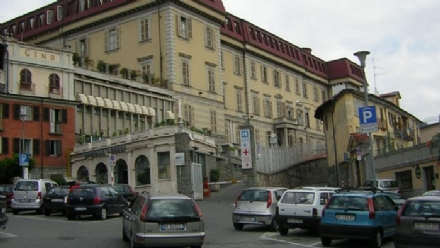 MONCALIERI - Investe una pensionata sulle strisce e laccompagna in carrozzina in ospedale