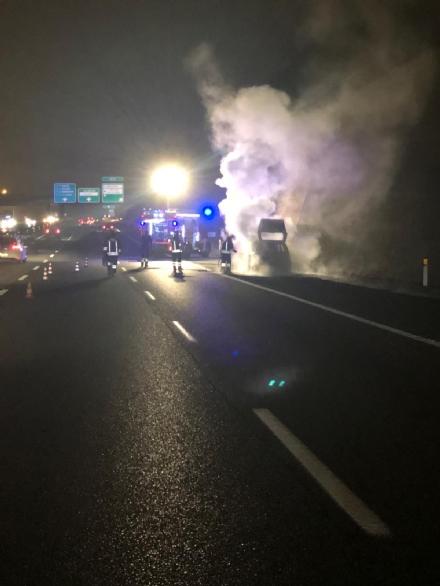 ORBASSANO - Auto a fuoco in tangenziale: il conducente stava andando a lavorare