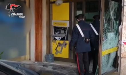 RIVALTA - Fanno saltare in aria il bancomat delle Poste: presi dai carabinieri - VIDEO