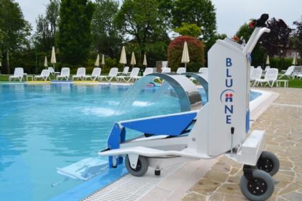 CARMAGNOLA - Rinviata linaugurazione del sollevatore mobile della piscina