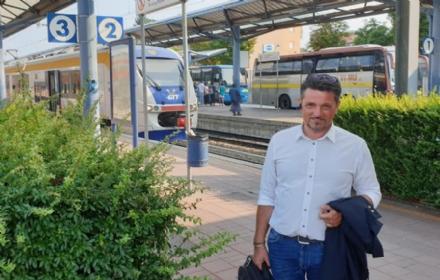 TRASPORTI - Ispezione del consigliere regionale Fava sui treni della Sfm1 di Gtt