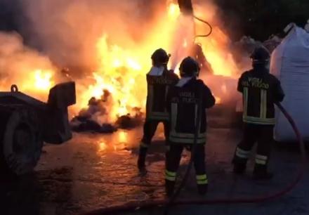 NICHELINO - Nella notte bruciata unauto in via Toti con la benzina